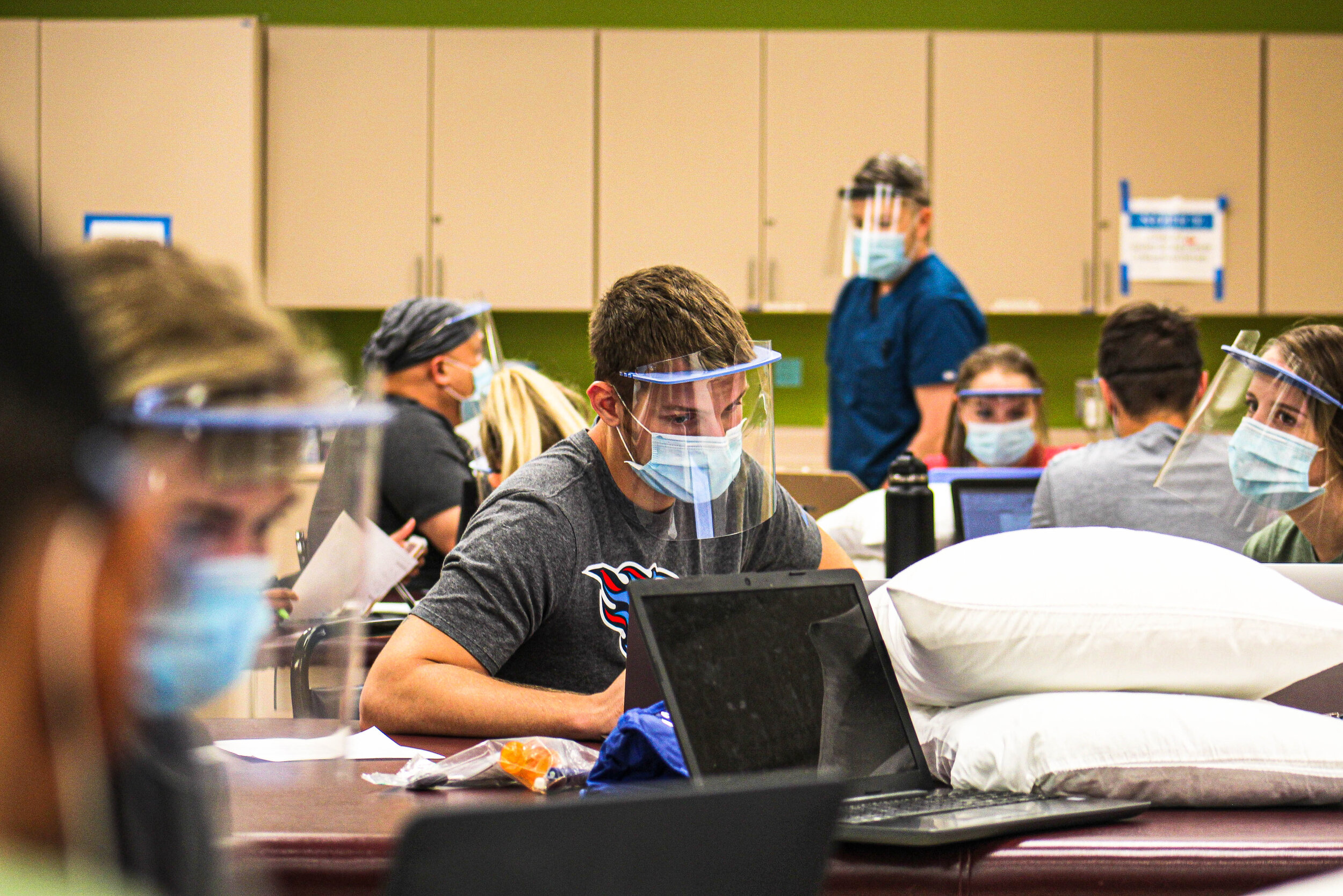 Returning physical therapy students at Rockhurst University wore protective gear and took safety precautions during an in-person lab for the first week of classes.  Zachary Linhares/The Beacon