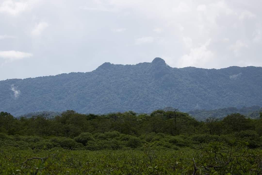 Cerro Ibedon, guardián de islas amorosas y de las aguas.