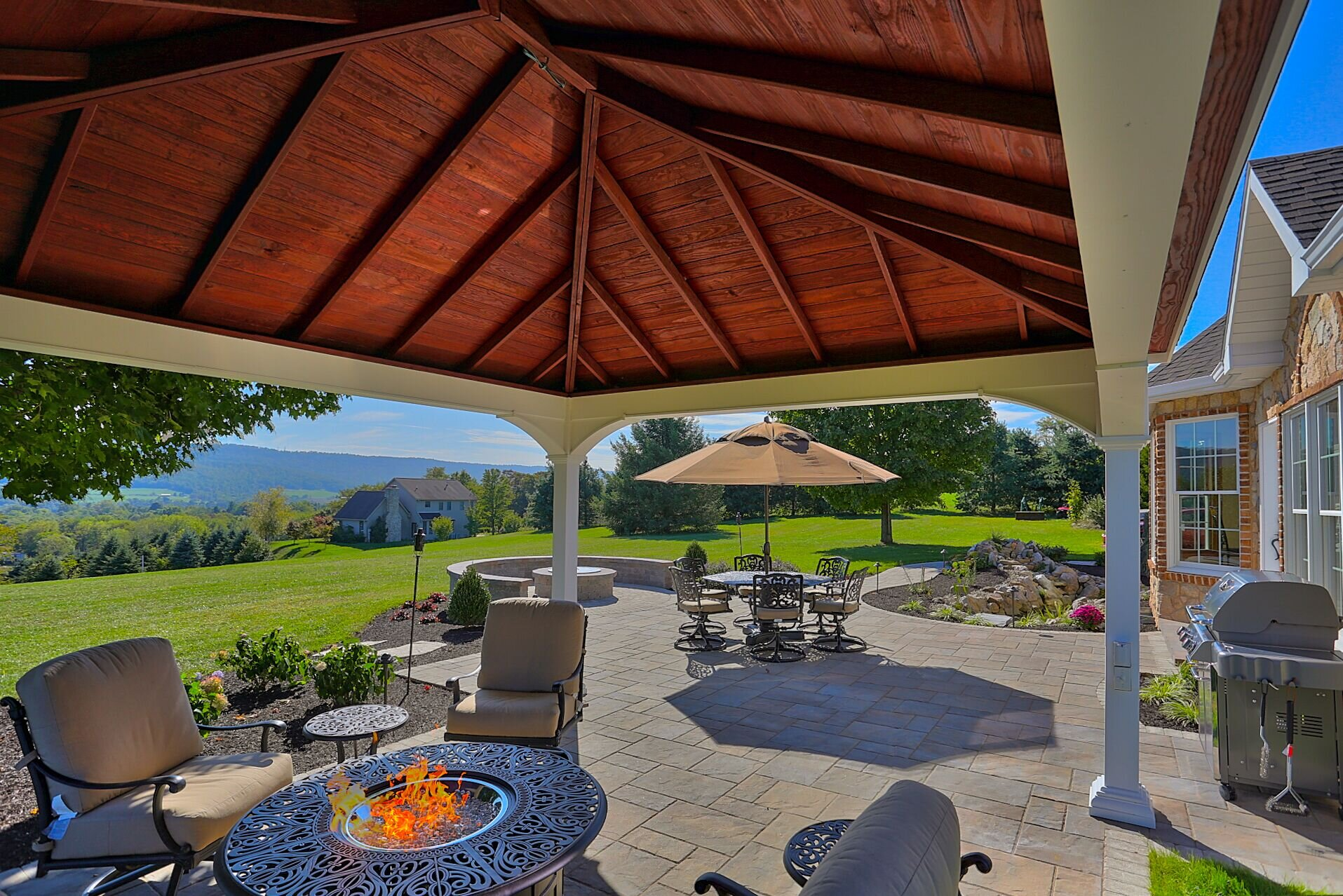create welcoming outdoor living spaces