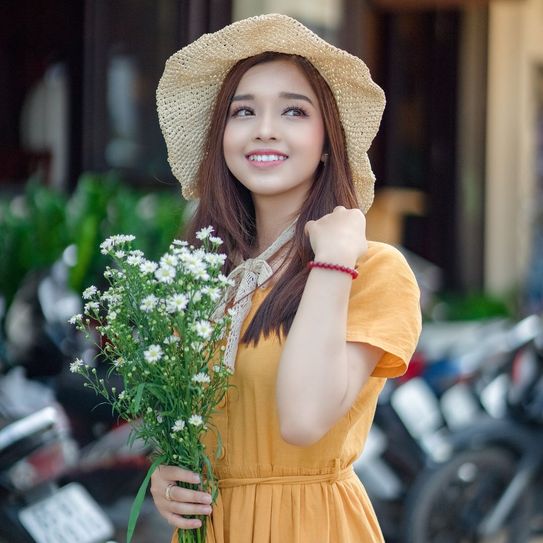 Beautiful Girl image With Flowers Image for WhatsApp Dp full HD free download.