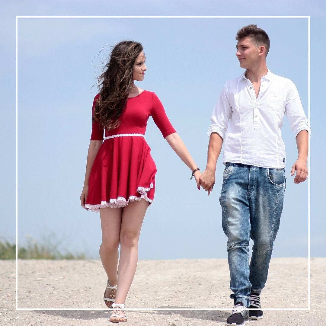 Whatapp Dp Romantic couple holding hands image full HD free download.