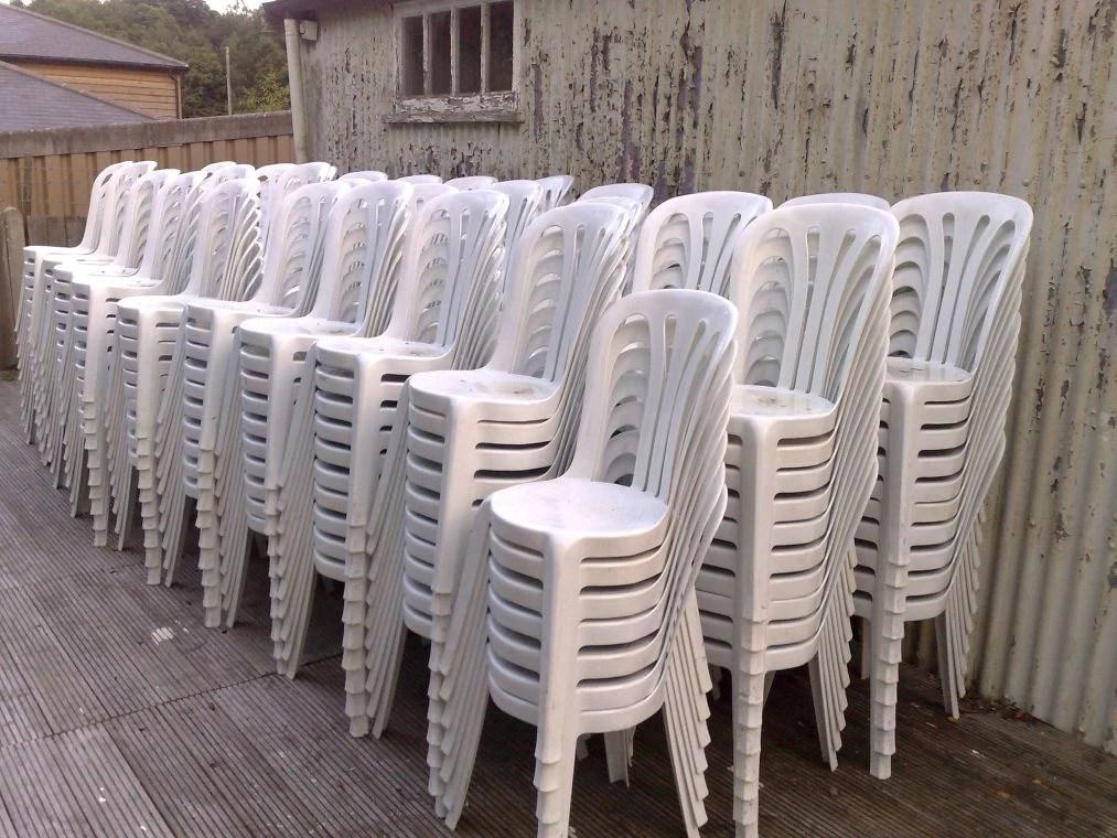 offre lot de 220 chaises plastique bistro blanche