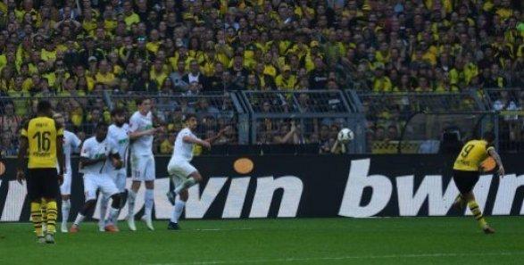 06.10.2018, xjhx, Fussball 1.Bundesliga, Borussia Dortmund - FC Augsburg emspor, v.l. Paco Alcacer (Borussia Dortmund) Goal scored, erziehlt das Tor zum 4:3 (DFL/DFB REGULATIONS…