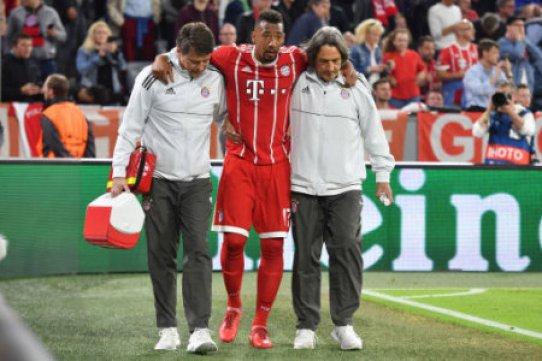 Jerome BOATENG (Bayern Munich) is injured after injury, re: Hans Wilhelm MUELLER WOHLFAHRT (team doctor), injured. Football Champions League, Semifinal, Bayern Munich (M) - Real…
