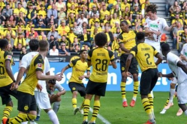 GER, DFL, BL, Borussia Dortmund vs FC Augsburg / 06.10.2018, Signal Iduna Park, Dortmund, GER, DFL, BL, Borussia Dortmund vs FC Augsburg, DFL regulations prohibit any use of…
