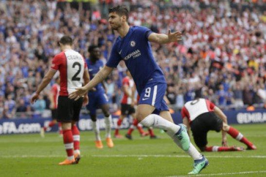 (180423) -- LONDON, April 22, 2018 (Xinhua) -- Chelsea's Alvaro Morata celebrates scoring during the FA Cup semifinal between Chelsea and Southampton at Wembley Stadium in…