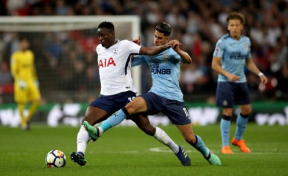 Tottenham Hotspur's Victor Wanyama (left) and Newcastle United's Ayoze Perez (right) battle for the ball during the Premier League match at Wembley Stadium, London.
