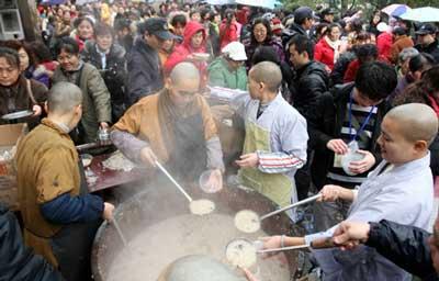 Lễ hội cháo cầu may Bắc Kinh