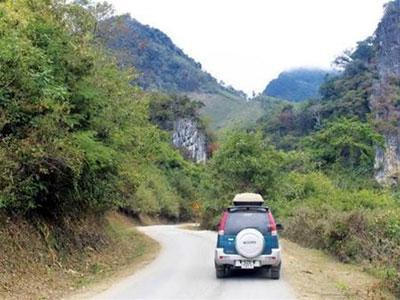 Vắng vẻ đường xuyên Lào