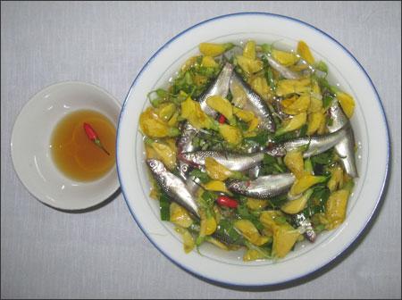 Canh chua cá linh bông điên điển