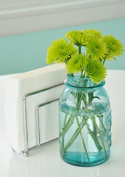 Mang sắc màu trẻ trung và tiện dụng cho căn bếp cũ - Archi