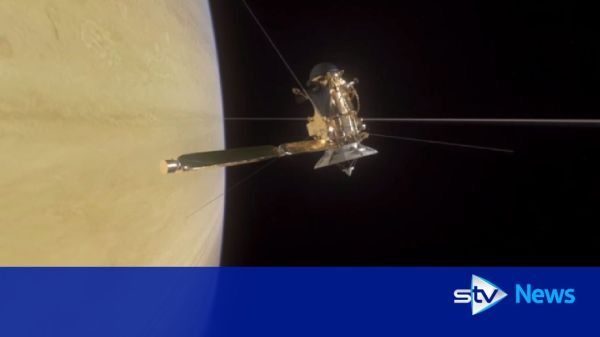 Nasa spacecraft dives through Saturn and its rings