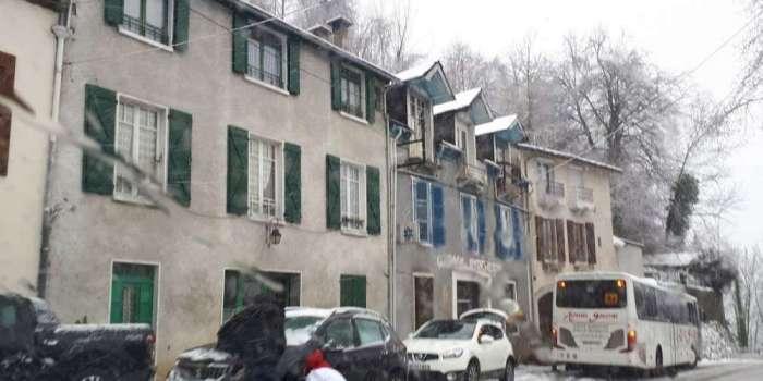 Pyrénées: des accès aux stations fermés et des automobilistes en détresse