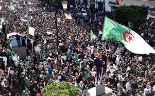 Les Algériens toujours dans la rue après la mise à l'écart de Bouteflika