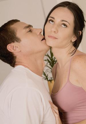 Menurut survei, pria juga suka pura-pura mencapai klimaks.