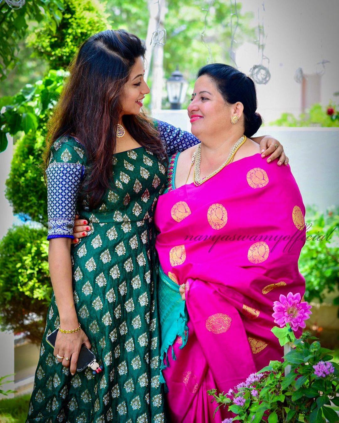 Bigg Boss 5 Contestant Navya Swamy family