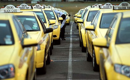 The Victorian Taxi Association wants to triple the flagfall rate of hailing a taxi in the CBD.