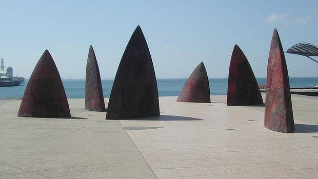The sail-like sculptures of <i>North</i> in Geelong