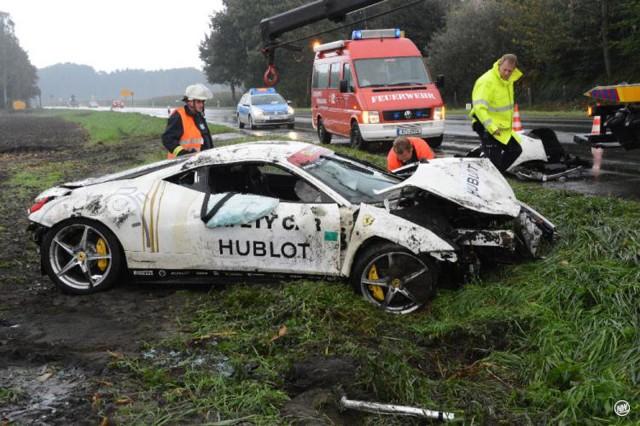 Ferrari 458 Italia that crashed during test drive (Image via Andreas Eickhoff, NW-News)