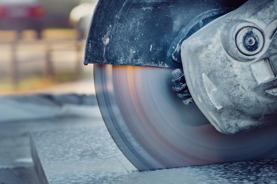 Versnelde silicose risico bij droog zagen composiet