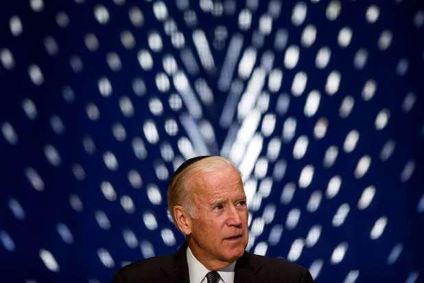 Biden, wearing a yarmulke, speaks at memorial service for Shimon Peres