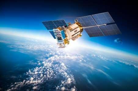 Imagem de um satélite orbitando a Terra.
