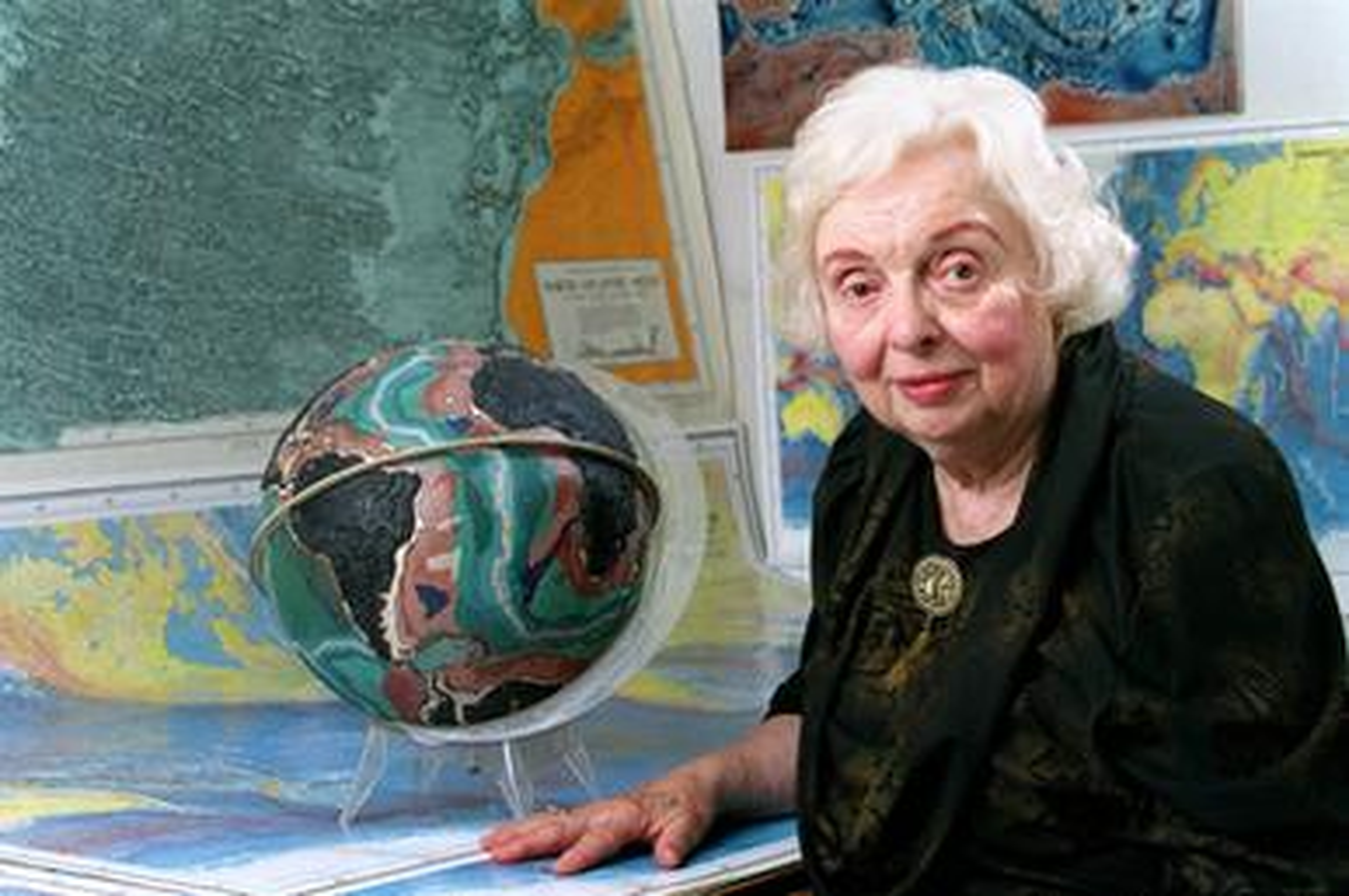 Portrait of Marie Tharp in 2001