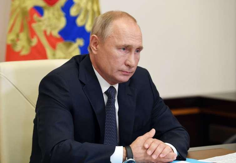 Putin recibe un informe del ministro de Sanidad sobre el registro de una vacuna contra el coronavirus
