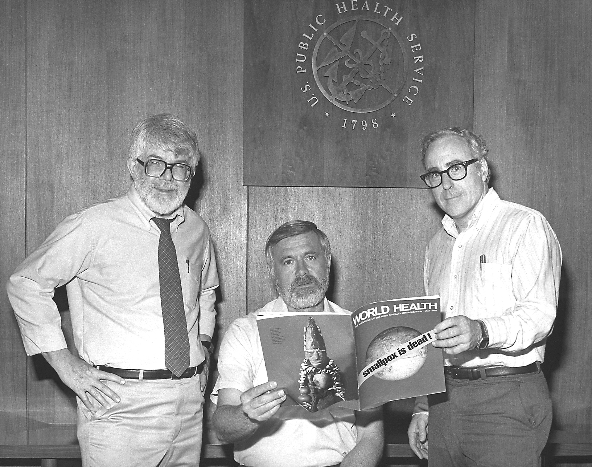 Los directores del Programa de Erradicación Mundial de la Viruela anuncian en 1980 el éxito de la campaña.Wikimedia Commons / CDC
