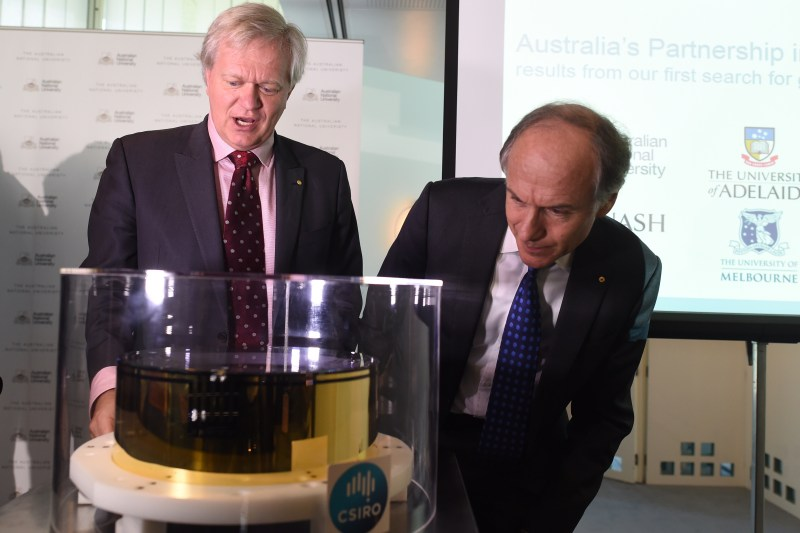 Brian Schmidt and Alan Finkel look at an ultra high-performance optical mirror used to detect gravitational waves.