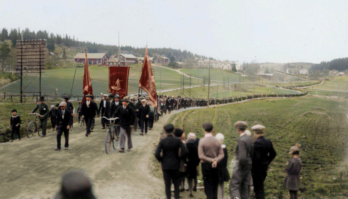 Swedish strikers marching along a country road