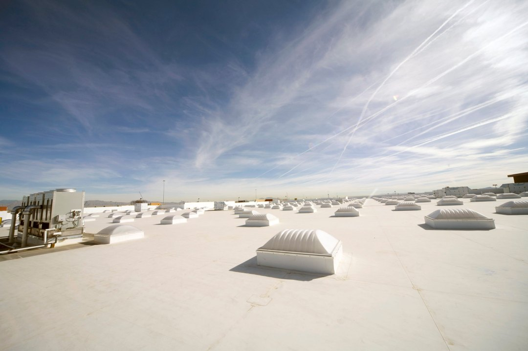 Cooling buildings by nearly 5ºC possible A white roof with skylights under the sky