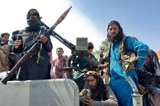 Des combattants talibans dans la province de Laghman, le 15 août 2021.