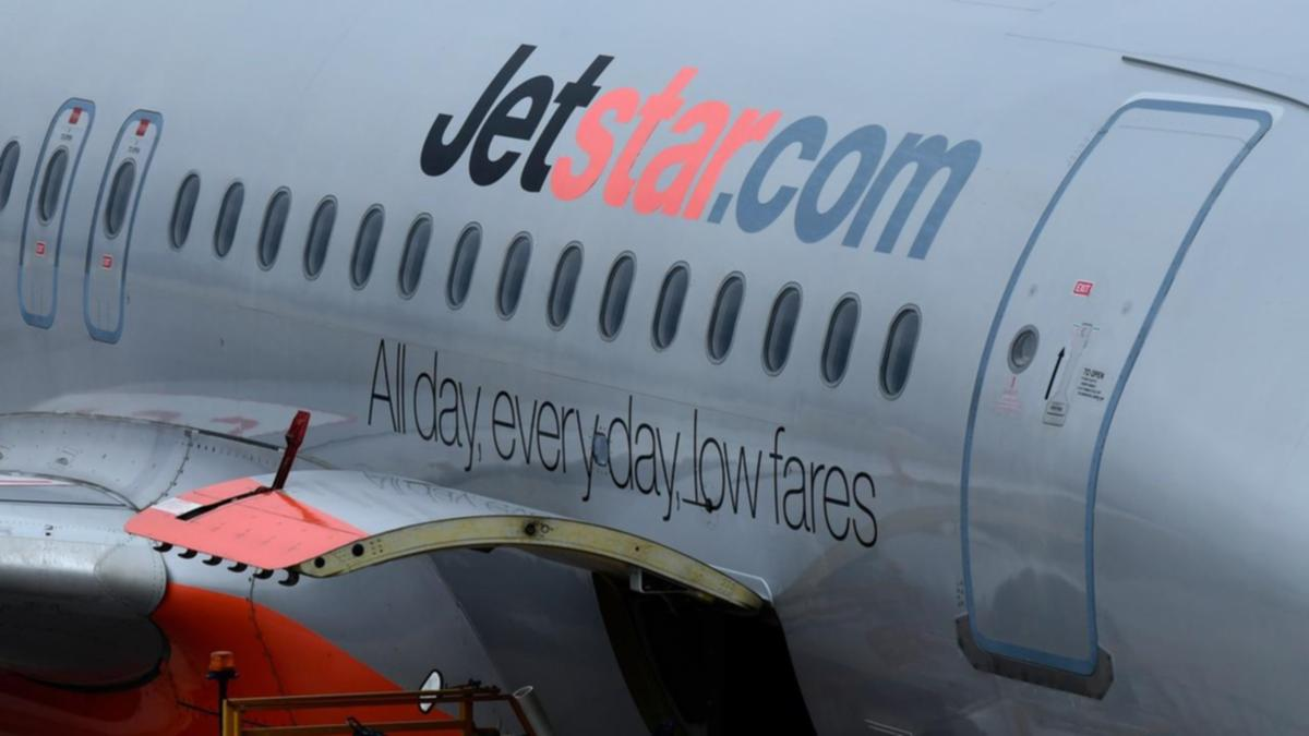 Jetstar workers accept pay deal