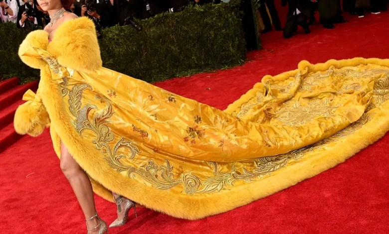 Why did Rihanna think she looked like a clown at her last festival?