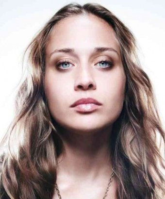 Fiona Apple Loses It At Louis Vuitton