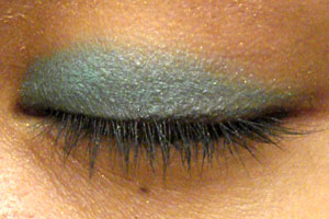 Real-Woman Tutorial: How to Wear Bright Eyeshadow