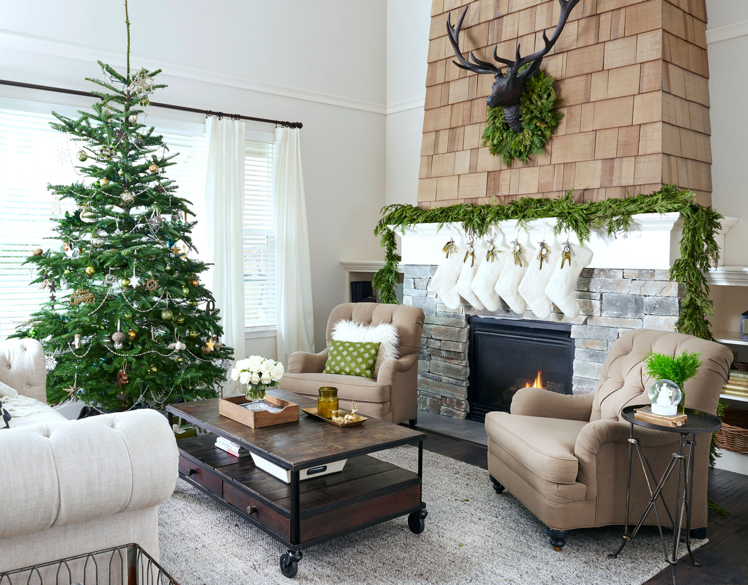 Rustic Christmas Décor | Traditional Home on Traditional Rustic Decor  id=39705