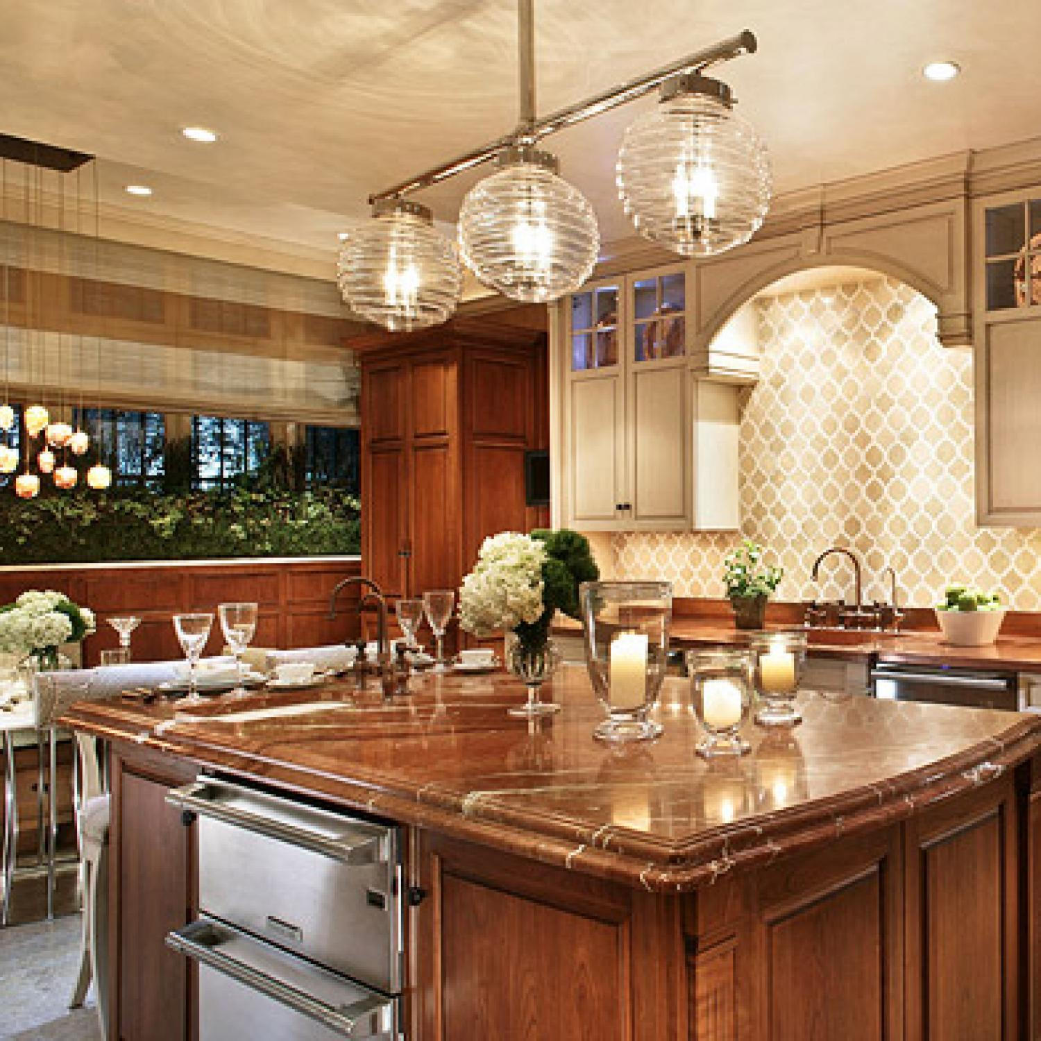 Stylish Islands for Traditional Kitchens | Traditional Home on Traditional Kitchen Decor  id=60820