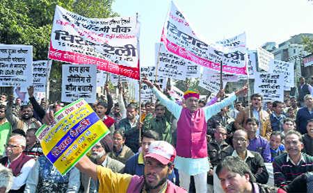 Traders hold mega rally, seek ordinance to stop sealing drive