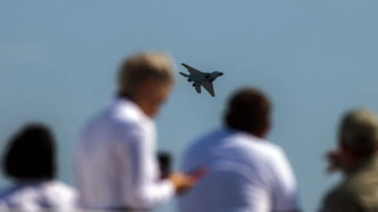 Since the Sukhoi Checkmate fighter aircraft is a fifth generation aircraft, its radar is very difficult to catch.  Due to its engine the aircraft can fly with supersonic speed (Russia Sukhoi Checkmate Fighter Jet).  Russian officials have said that the cost of Sukhoi Checkmate fighter aircraft will be around 2.5 to 3 crore rupees.  That is, much less than the Rafale aircraft that India has bought.  The plane is light due to one engine.  Experts are comparing it to Russia's MiG-21.  Which was made by Russia to compete with America's F-16.