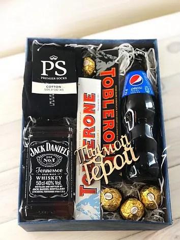 Коробочка с Pepsi,шоколадками и носками: продажа, цена в ...