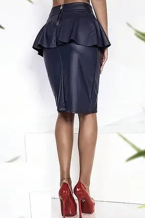 Женская юбка карандаш из экокожи с баской синяя продажа