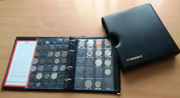 Альбом для монет Schulz 221 ячейка в футляре черные ...