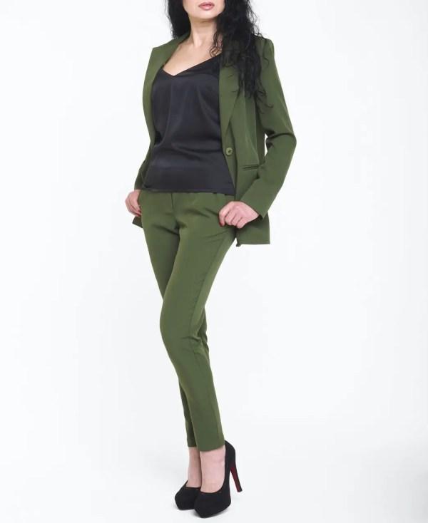 Женский брючный костюм с полуприлегающим пиджаком зелёный ...