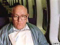 На архівному знімку 1993 року Іван Дем'янюк повертається до США після виправдання в Ізраїлі