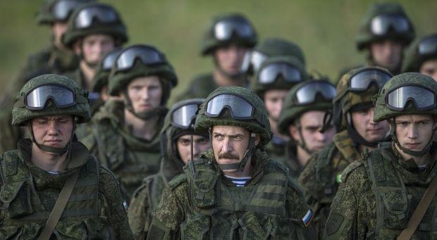 """Так звані російські """"зелені чоловічки"""" / REUTERS"""