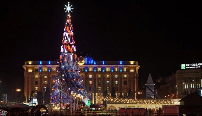 В Харькове открыли главную елку города (фото)