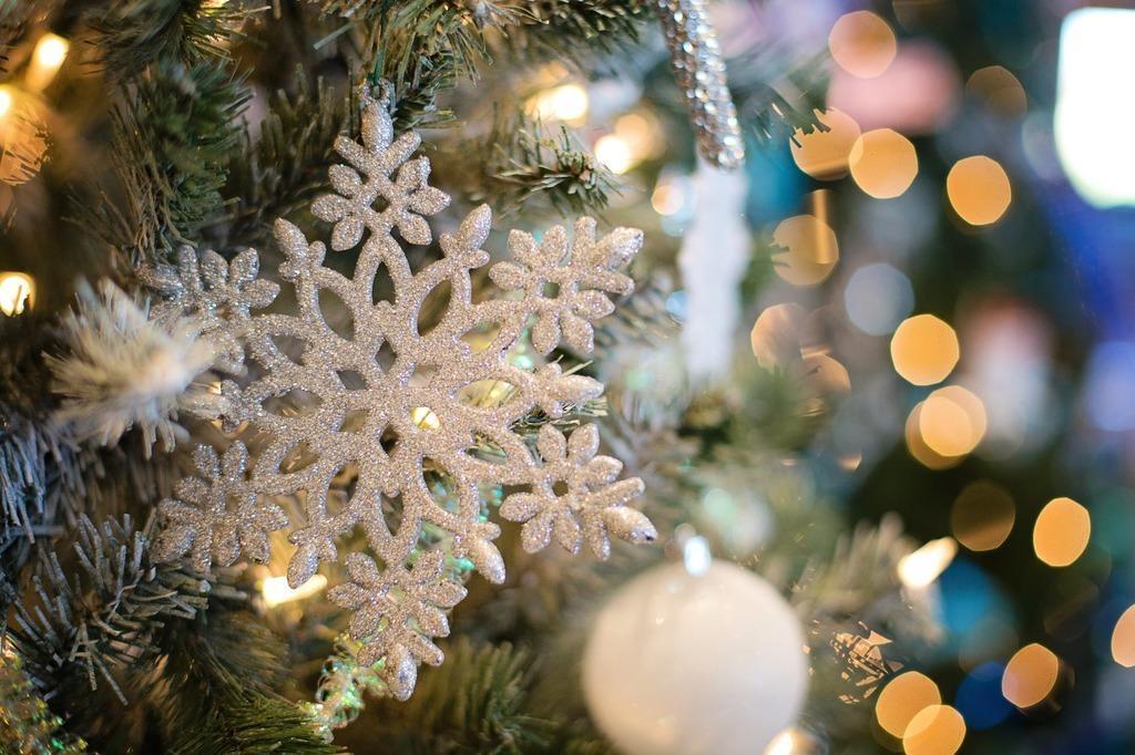Эксперты рассказали, как выбирать новогодние украшения / фото dzerkalo.media