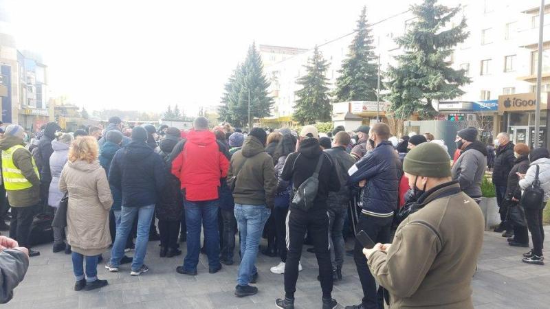 У Рівному підприємці протестують проти карантину вихідного дня  і збираються до Києва